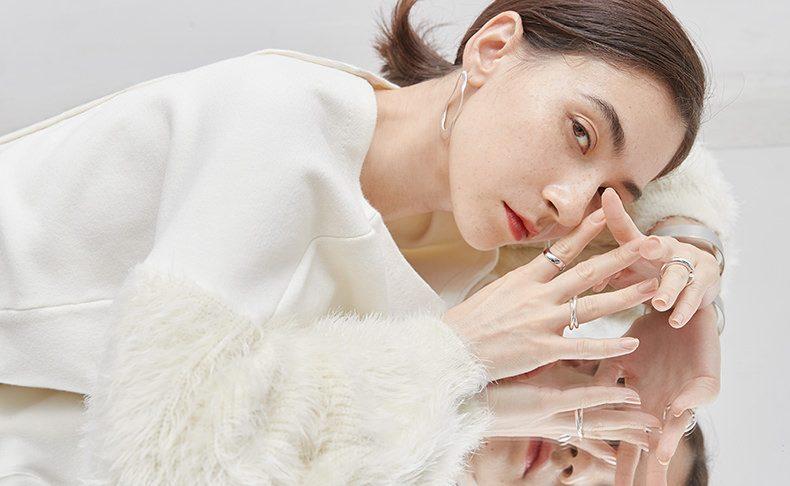 美人トレンチ、デザインニット、旬顔スカート…秋冬キーアイテム、こう着回すのが正解